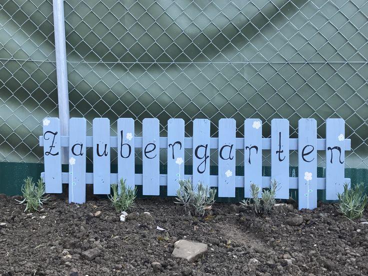 Mini-Zaun im Lavendel-Beet