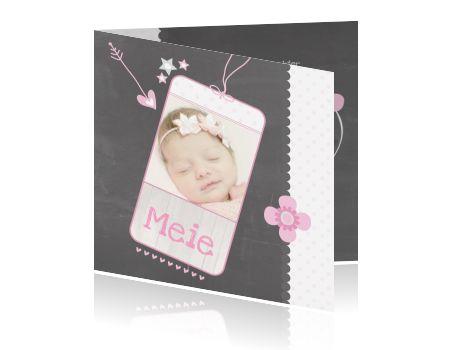 Schoolbord geboortekaartje voor meisje met chevron strepen eigen foto.  #geboortekaartje #baby #geboortekaart #birthannouncement #birthcard #zwanger #zwangerschap #jongen #meisje #babygirl #babyboy #schoolbord