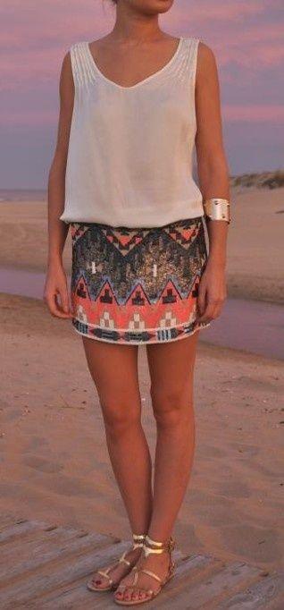 robe avec jupe colorée ethnique a strass + nu pieds: parfaite pour une soirée à la plage!