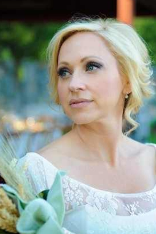Leigh Allyn Baker: born and raised in Murray, KY.