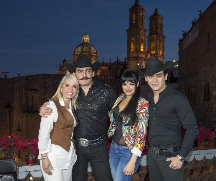 Se realizó el pizarrazo oficial de la serie En la vida de… Joan Sebastian, con la presencia de Héctor Astudillo Flores, Gobernador del estado de Guerrero y la productora Carla Estrada, así como un grupo de los actores y actrices que participan en esta producción, y los directores de escena y fotografía.