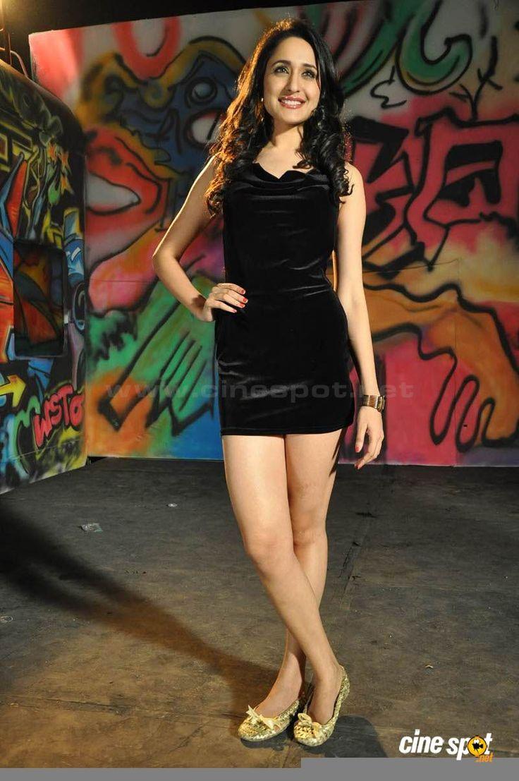 http://cinespot.net/gallery/d/1082757-1/Pragya+Hot+Stills+_20__001.jpg