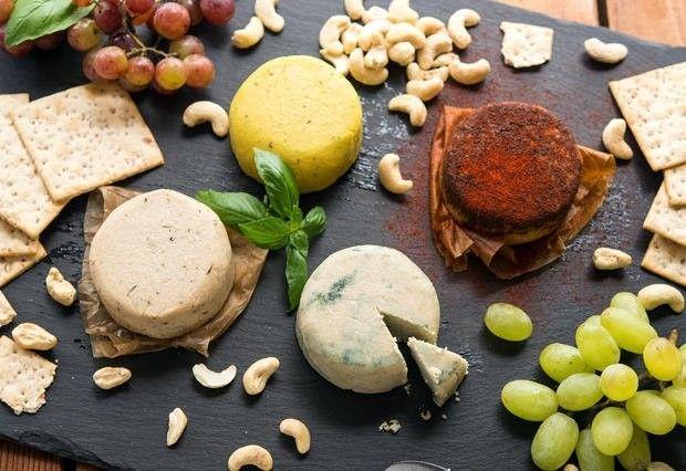 Queijos vegetais veganos! (porque os que tem sem lactose por aí são todos incrementados com a enzima Lactase, ok?)