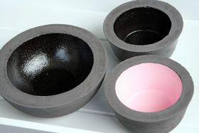 schwarze Schalen plus Klarlack ergeben einen tollen Effekt.  Stellt man die gestrigen Pastellteilchen dazu... ein harmonisches  Bild, oder? ...