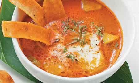 Sopa de tortilla: Una receta tradicional de la cocina mexicana para disfrutar en el calor de hogar.