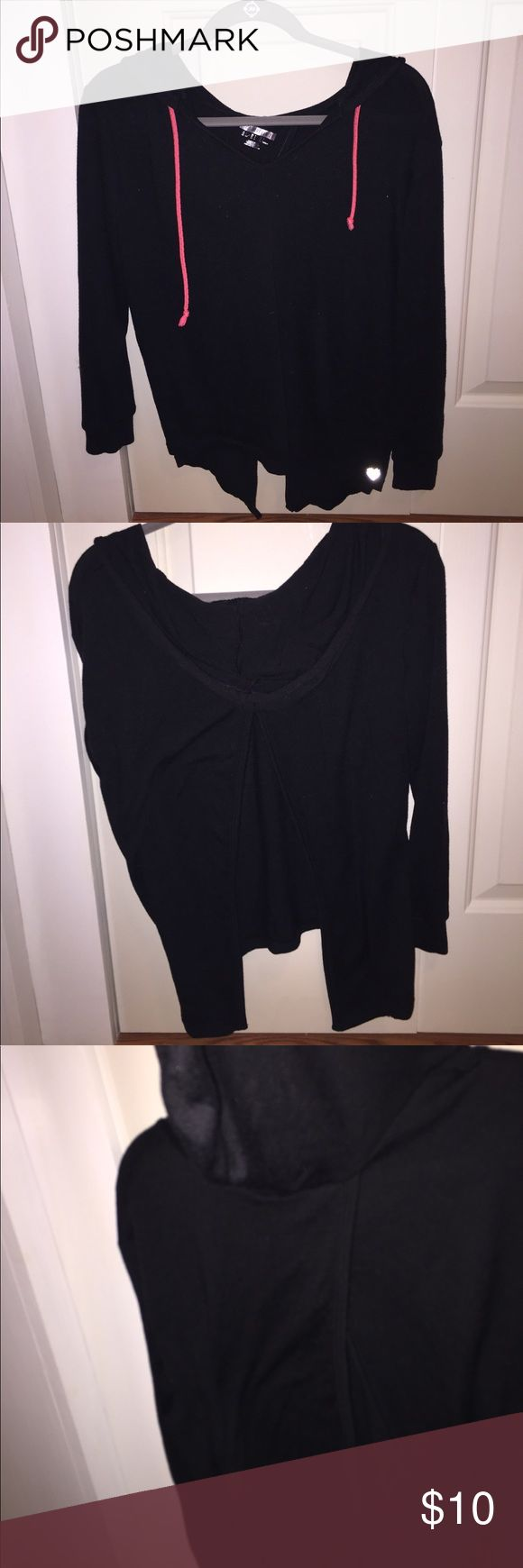 Black open back sweatshirt Forever 21 workout gear goes fashionable! The fun open back allows for a flirty sweatshirt. Great for casual hangout or a cute workout outfit. Forever 21 Tops Sweatshirts & Hoodies