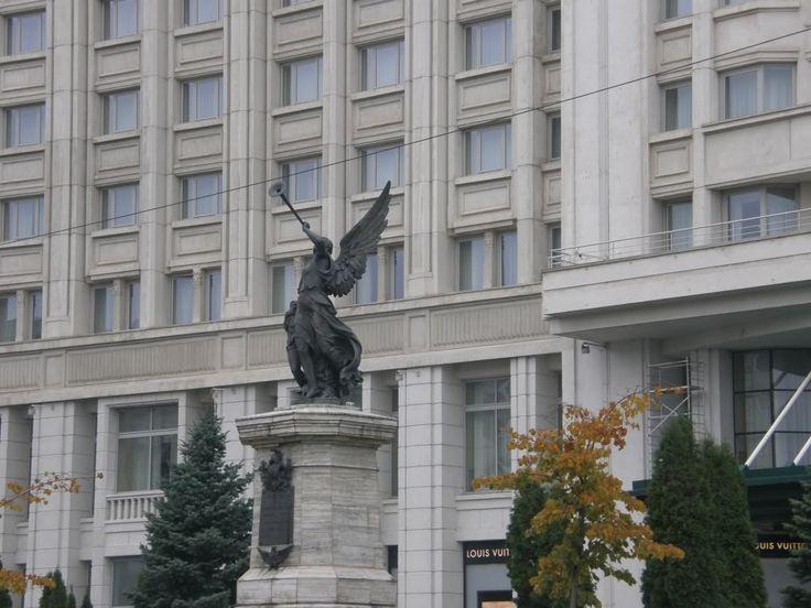 Statuia Pompierilor București