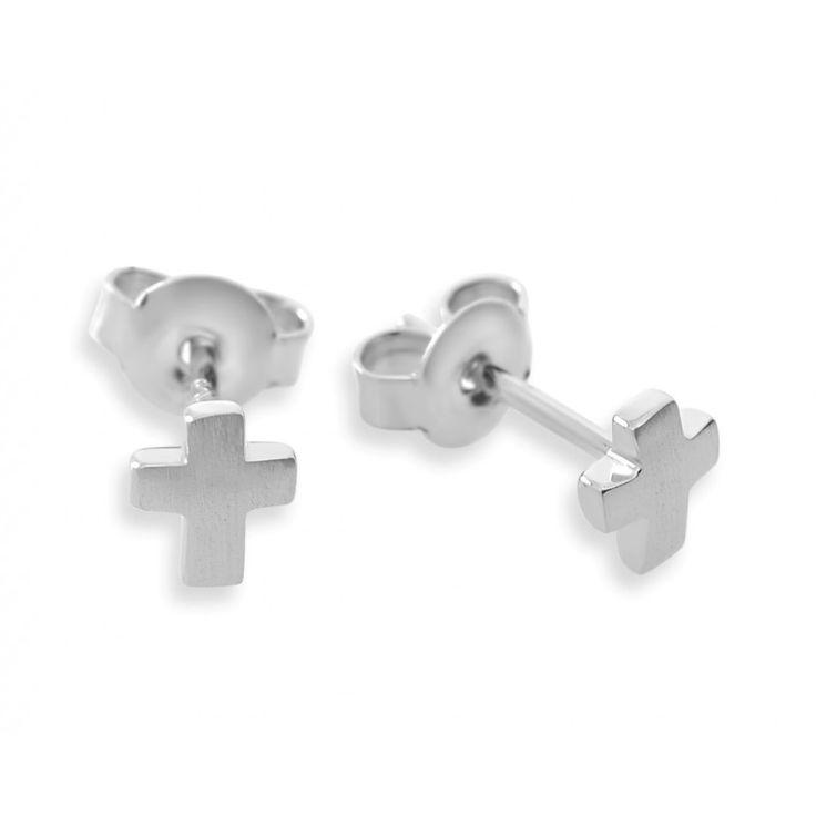 Ein Paar wunderschöne, massive Ohrstecker aus 925 Sterling Silber mit einem Kreuz Motiv. Die Ohrringe sind vorne mattiert und an den Seiten poliert.