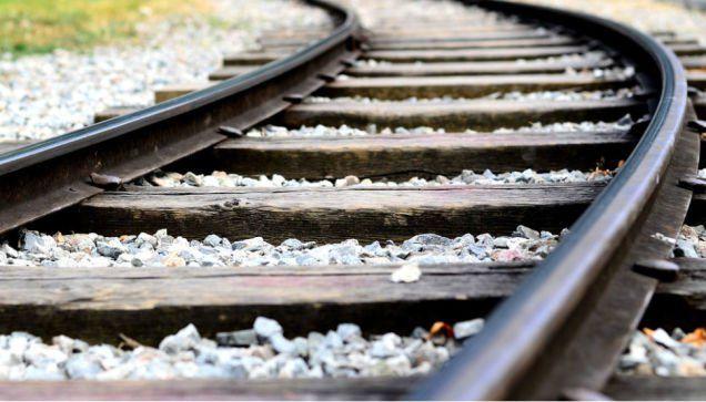 ट्रेन से कटकर युवती की मृत्यु