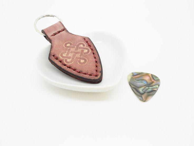 porte-clés cuir porte médiator acajou à fermoir