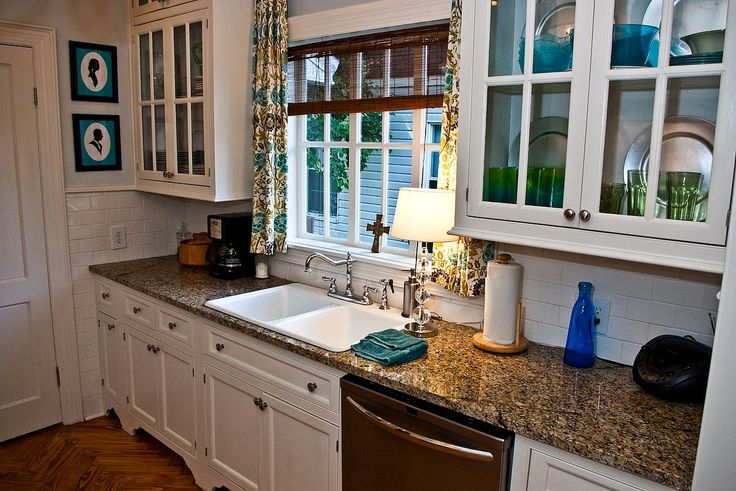 i love the white with dark counter tops!