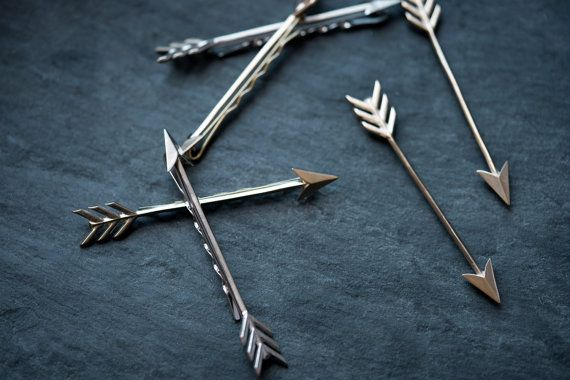 With a sleek profile and an eye-catching size, this large arrow bobby pin is…