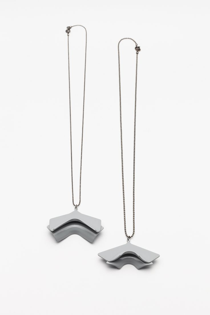 Unlimited Collection / 2015 Edition / light gray necklace  Photo: Tamás Sándor Kovács