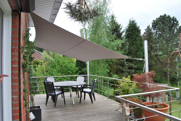 Terrasse sur pilotis et voile d\'ombrage : Une voile rectangulaire ...