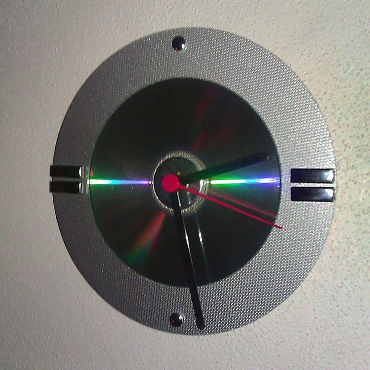 Hodiny_CD_01 nástenné hodiny priemer 17 cm