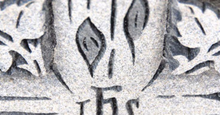 """El significado del símbolo cristiano IHS. El cristianismo tiene numerosos símbolos que representan diferentes aspectos de la fe cristiana. Por ejemplo, las palomas representan la paz, mientras que un pez representa la respuesta al llamado a ser """"pescadores de hombres"""" y difundir el evangelio. Los cristianos también usan el símbolo IHS, pero el significado exacto de éste es un asunto de ..."""