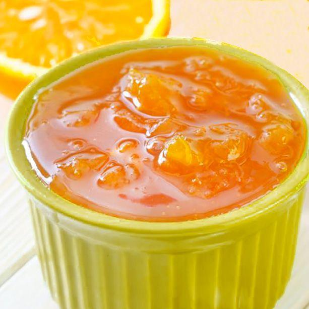 Esta mermelada de naranja, limón y mandarinas recoge el sabor y propiedades de los mejores cítricos. Es muy fácil de preparar y se conserva de maravilla.