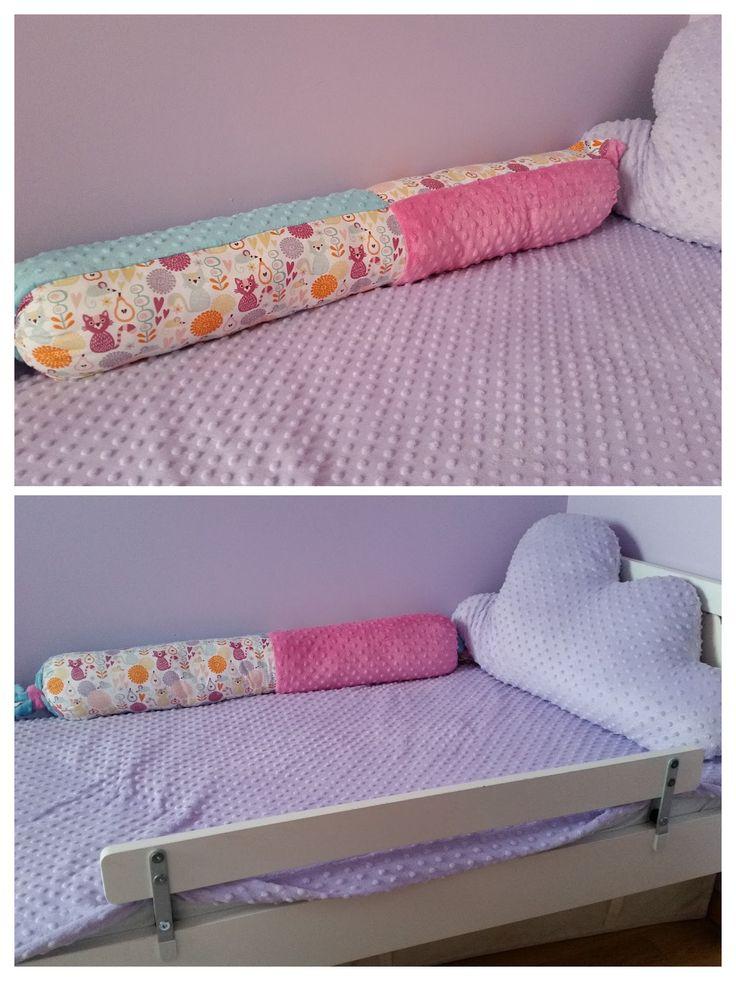 Łóżko dziecięce, poducha chmurka i wielki wałek zabezpieczający od ściany :) Kid's bed