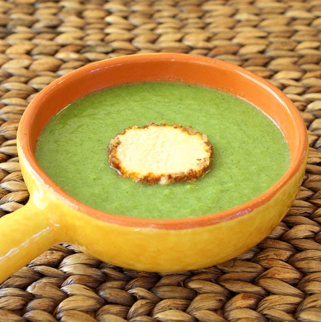 An adapted version of Gordon Ramsay's super simple broccoli soup. Low calorie, healthy, vegan, delicious.