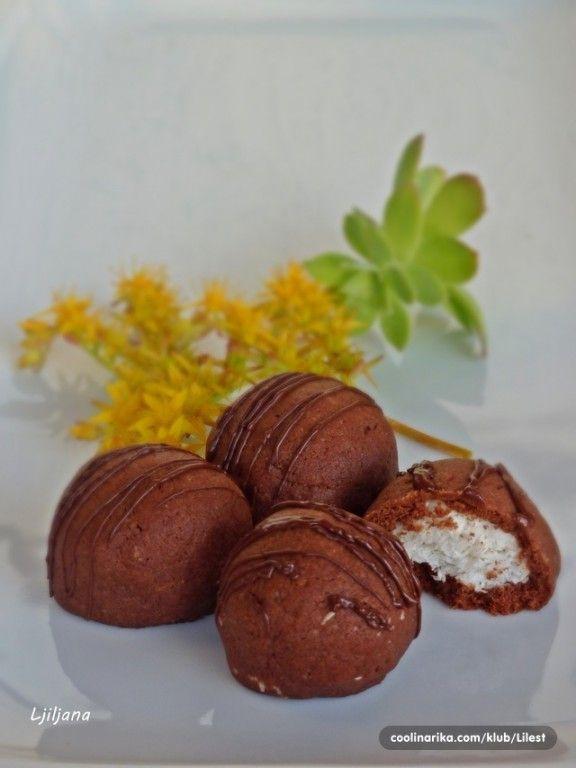 Včera jsem je doma zkoušela a musím říct, že lepší kokosové sušenky jsem nejedla! Určitě příště dvojitá dávka.