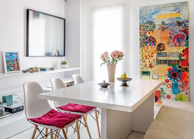 A sala de jantar da blogueira Gabriela Pugliesi ganha personalidade com o quadro (Foto: Edu Castello/Editora Globo)