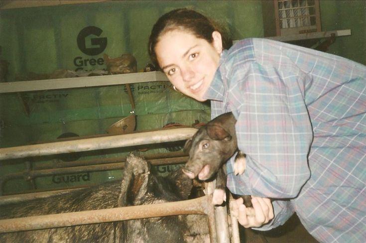 """A """"Pork Dork"""", Meet New Hampshire Pig farmer, new wife & mom: Alicia Pedemonti #WomenInAg"""