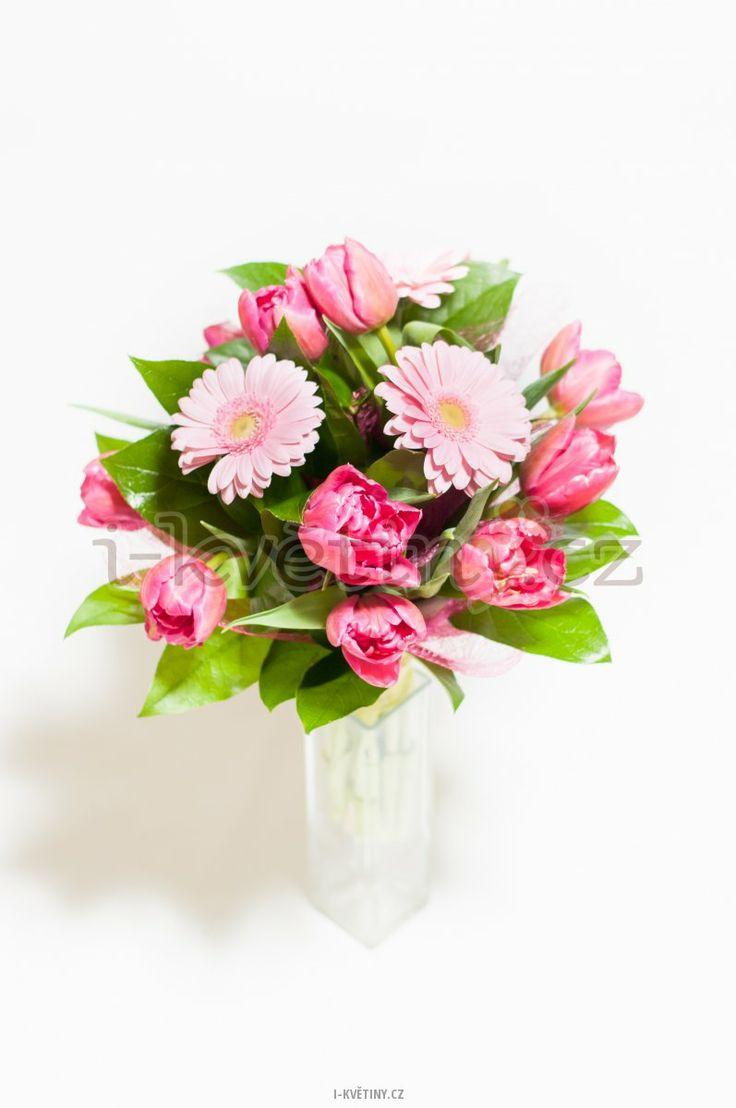 Darujte květinu k výročí vašeho vztahu /Give a flower to mark the anniversary of your relationship