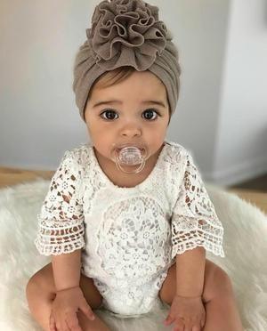 Lily Boho Vintage Lace Baby Mädchen Flügel Sleeved Strampler