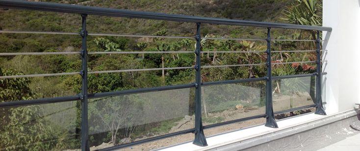 Garde-corps aluminium pour villa alu profilés ronds panneaux verre feuilleté tôle aluminium perforée balustrade rambarde terrasses rampe escalier balcons fenêtres barriere de protection main courante atos gamme horizal