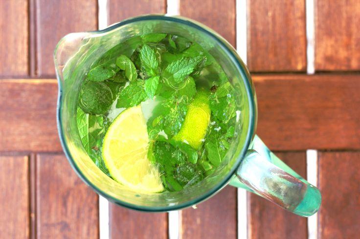 #Ghiaccioli al #sambuco, menta e lime, un omaggio #Hugo, il cocktail dell'estate! / #Elderflower, mint & lime #popsicles: our personal hommage to Hugo, this summer top #cocktail! #vegan #sugarfree ☀️