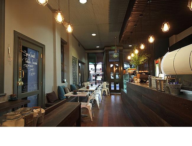 Benesse Cafe - Merge Building Design