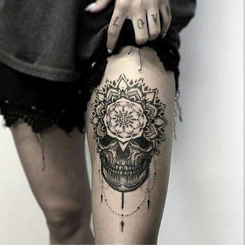 Les 25 meilleures id es concernant tatouages de t te de mort sur la cuisse sur pinterest - Tattoo cuisse femme ...
