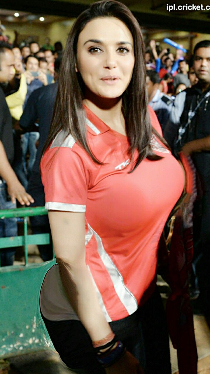 for-men-preity-zinta-accidental-boob-exposure-tit
