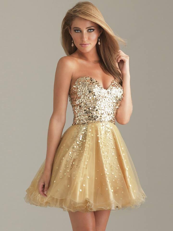 Vestido dourado curto que eu adorei! Veja essa e outros Vestidos de 15 Anos aqui.