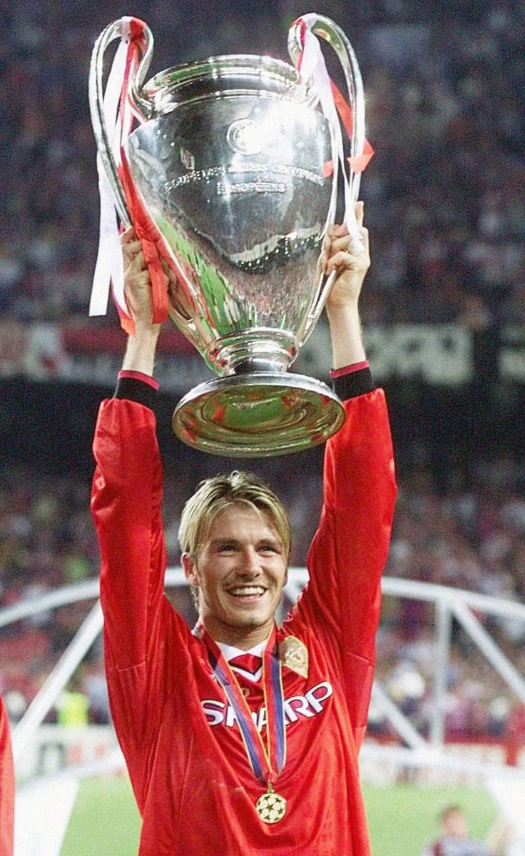 Manchester Uniteds midfielder David Beckham holds the winners cup, after his side defeated Bayern Munich in their Champions League final football match, at the Nou Camp stadium main on May 25, 1999. (AP Photo/Phil Noble/PA )
