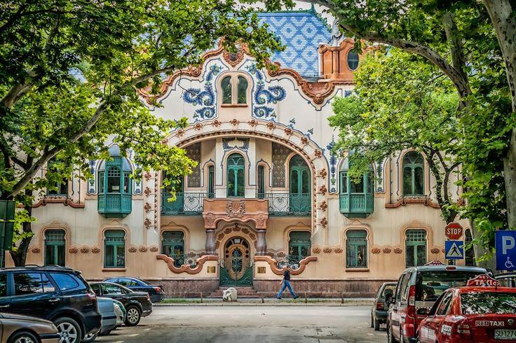 Szabadka, a Reichl-palota, a róla elnevezett tér felől (szecessziós épület,