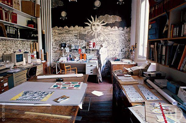 Piero Fornazetti _ на дальней стене роспись с изображением солнца, любимого образа Fornazetti