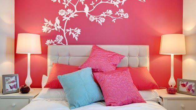 Una forma particular de decorar las paredes con papeles pintados. http://ideasparadecoracion.com/una-forma-particular-de-decorar-las-paredes-con-papeles-pintados/
