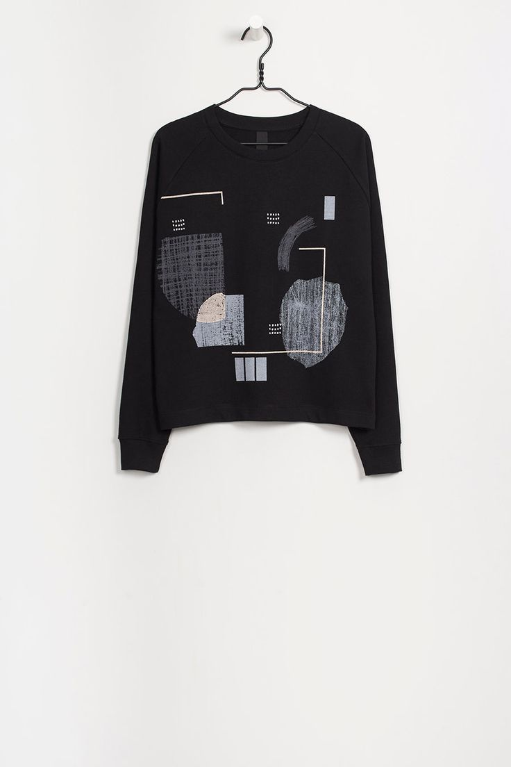 Organic fair trade heavyweight loop knit sweater. Find the brand Kowtow at Moon in Berlin. http://dressmeguideme.com/shop/moon/