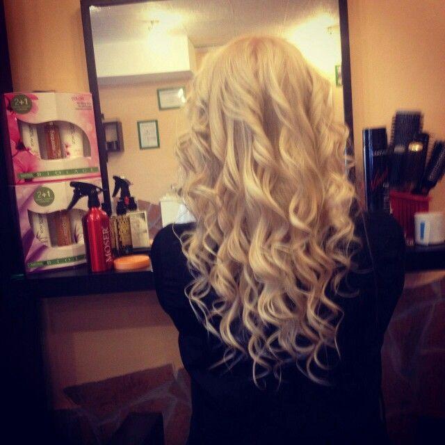 Long-curl -blond hair