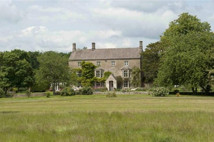 Anybody fancy living in Liz Hurley's old country pad?  Just a cool £6m.  http://www.rightmove.co.uk/news/articles/celebrity-homes/liz-hurley-sells-her-country-pad