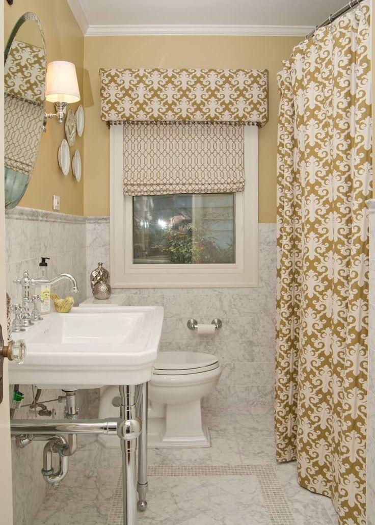 Угловой карниз для ванны: особенности выбора и 75+ функциональных и стильных решений http://happymodern.ru/karniz-dlya-uglovoj-vanny-foto/ Шторы для душа и окна, выполненные из одинакового материала, помогут интерьер сделать более цельным