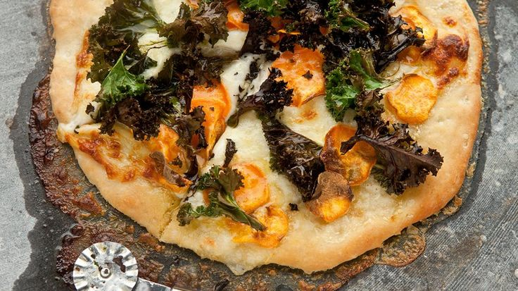 Boerenkoolpizza met zoete aardappel | VTM Koken