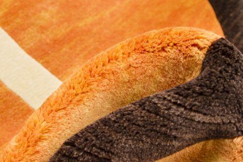 Detalle alfombra Indonepal Naranja Alfombra de lana anudada a mano con un tratamiento especial que le da una sensación sedosa y agradable al tacto.  #alfombra #indonepal #decoración #naranja