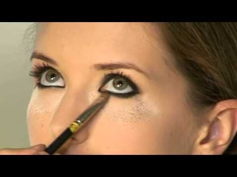 Smokey eyes cu Alexandru Abagiu.  #makeuptutorial #makeup #alexabagiumakeup #beautysalon
