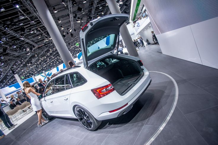 It's easy to get in. Just simply push the button #SKODAIAA #SuperbSportLine #SKODA #IAA2015