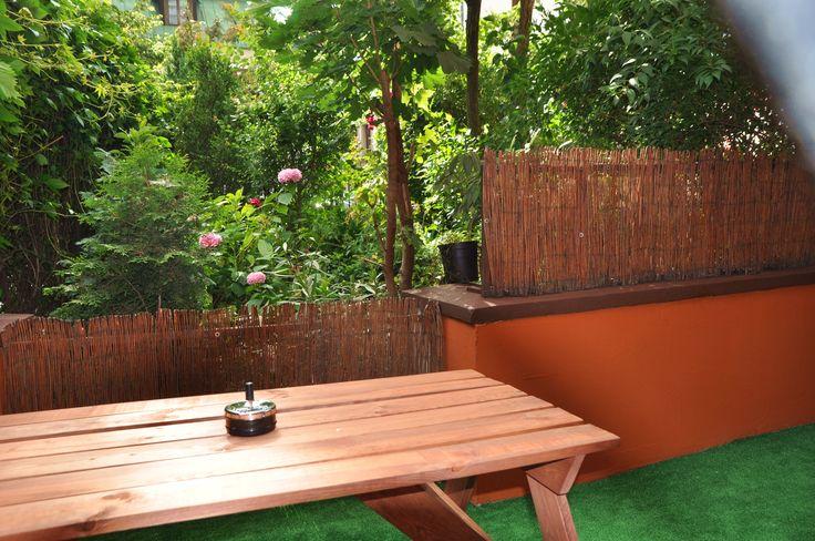 Taras z widokiem na ogrod  http://www.apartamenty-krakow.com/nocleg/apartament-pomaranczowy/
