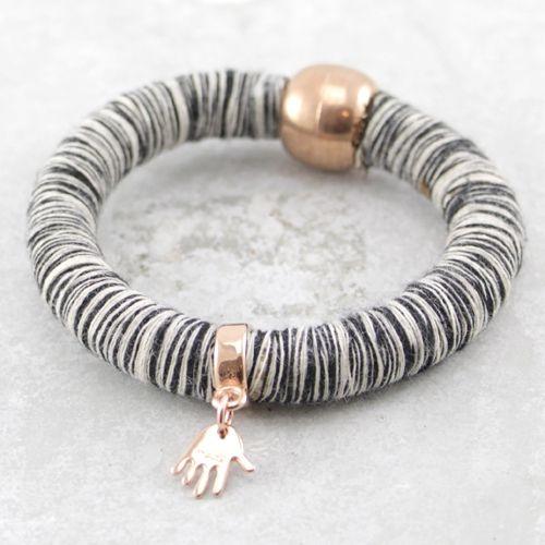 Mooie armbanden van houten kralen en Knitt koord