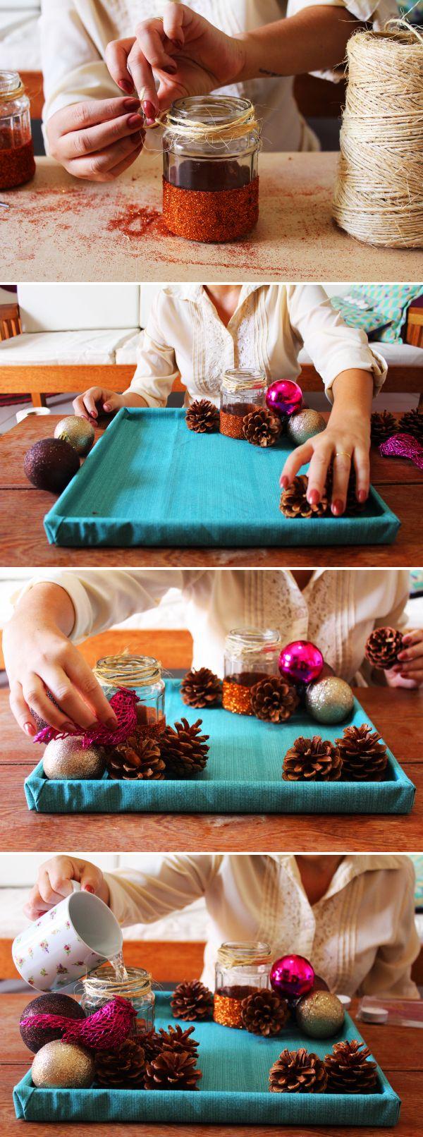 Potinhos de vidro reaproveitados no arranjo de natal: