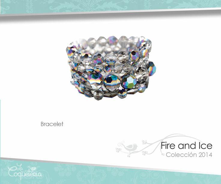 Juego de cinco brazaletes de perlas de cristal facetado en tonos de aurora boreal; cada uno cuenta con diferente forma y tamaño.  www.lacoqueteria.co #bracelet #brazalete #accesories #beautiful #lacoqueteria #fashion  #shoppingonline #tiendaenlinea #mexico #accesorios #moda #monterrey #merida #vestidos #joyeria #bisuteria #boda #tendencias